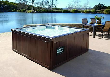 Hot Tub Style Goes for Bold