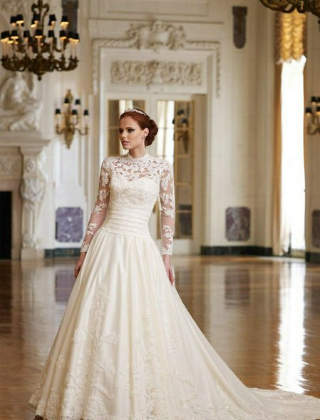 Looking-Stunning-With-Vintage-Lace-Wedding-Dress