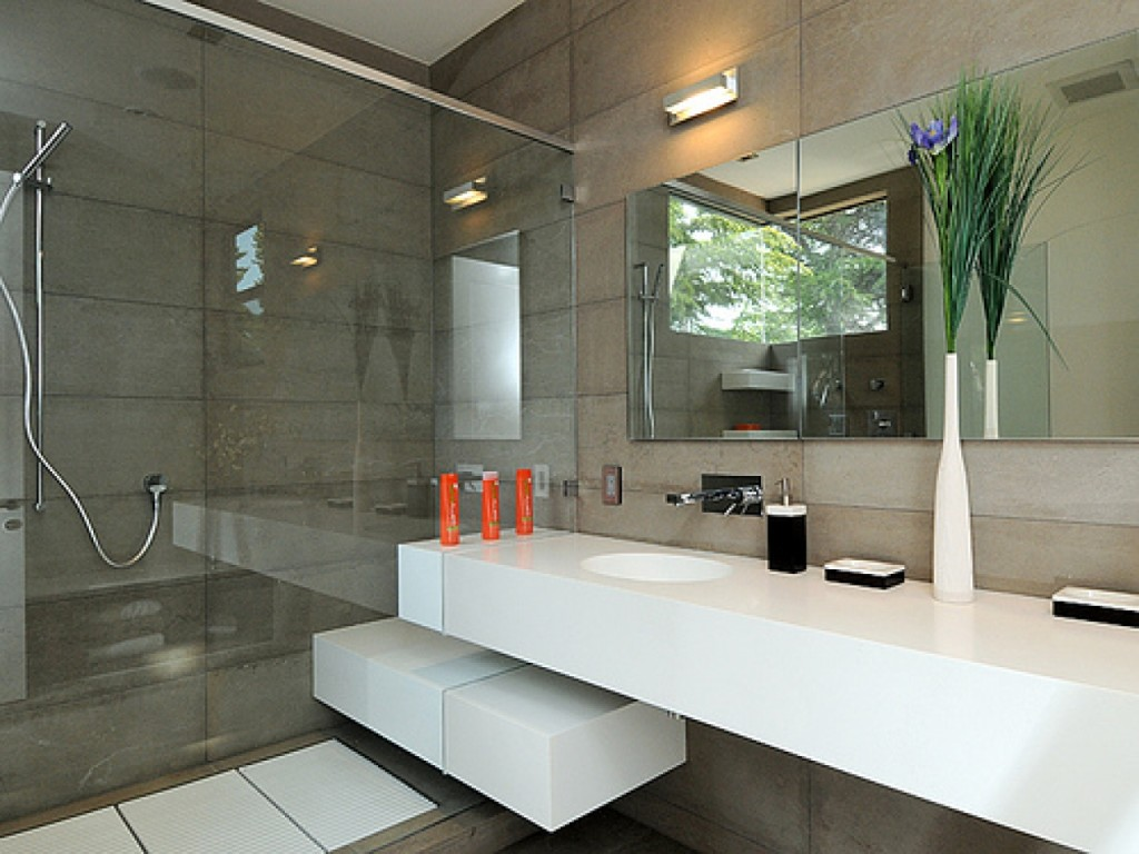 25 modern luxury bathroom designs for Pictures of new bathrooms