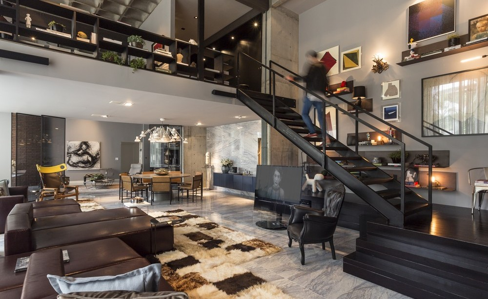 Rug-Sofas-Stairs-Apartment