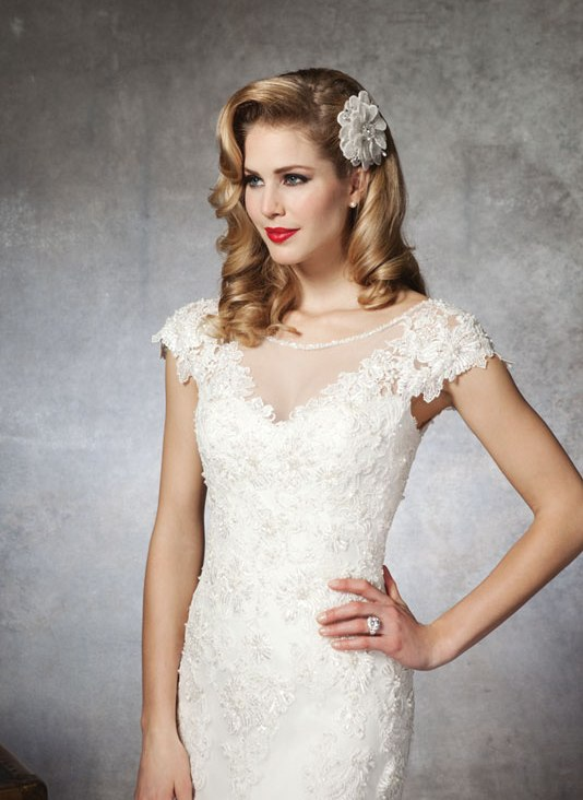 lace-wedding-dresses-with-keyhole-back