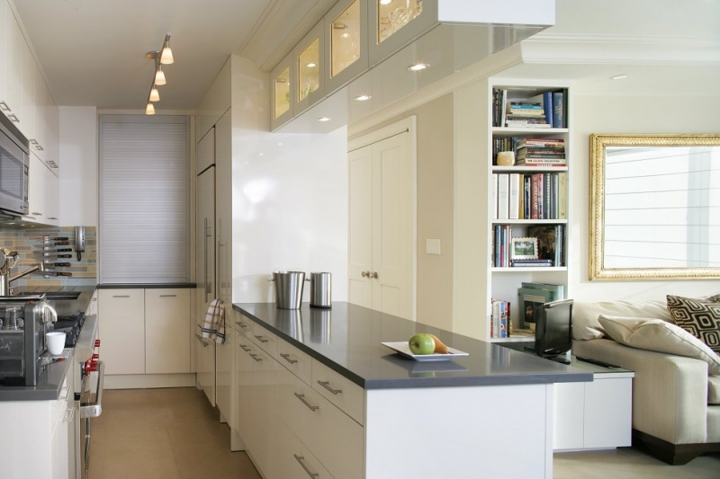 white-small-kitchen-design