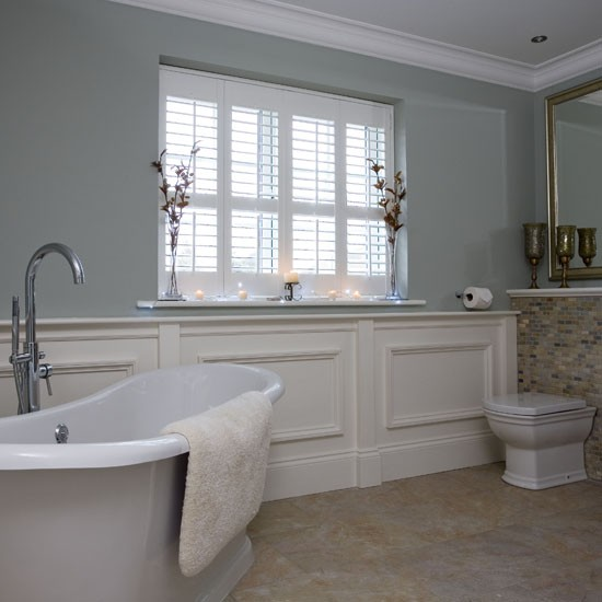 Bathroom-traditional-shutters