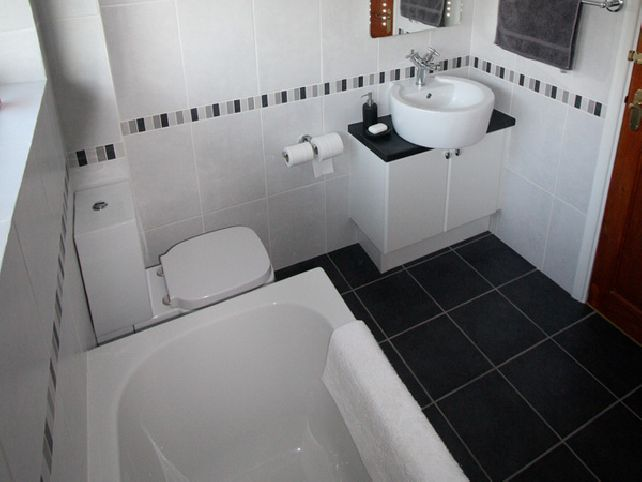 Black-and-white-bathroom-tiles-ideas