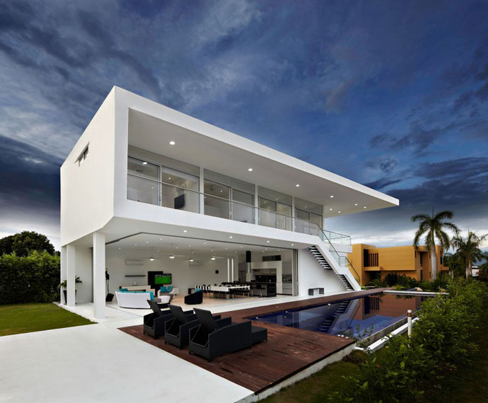 Contemporary And Modern Style House