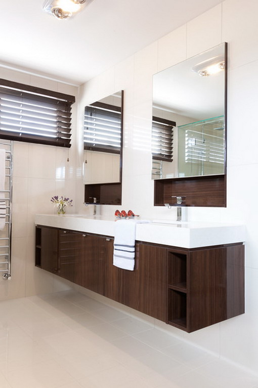Double-Mirror-in-Modern-Bathroom