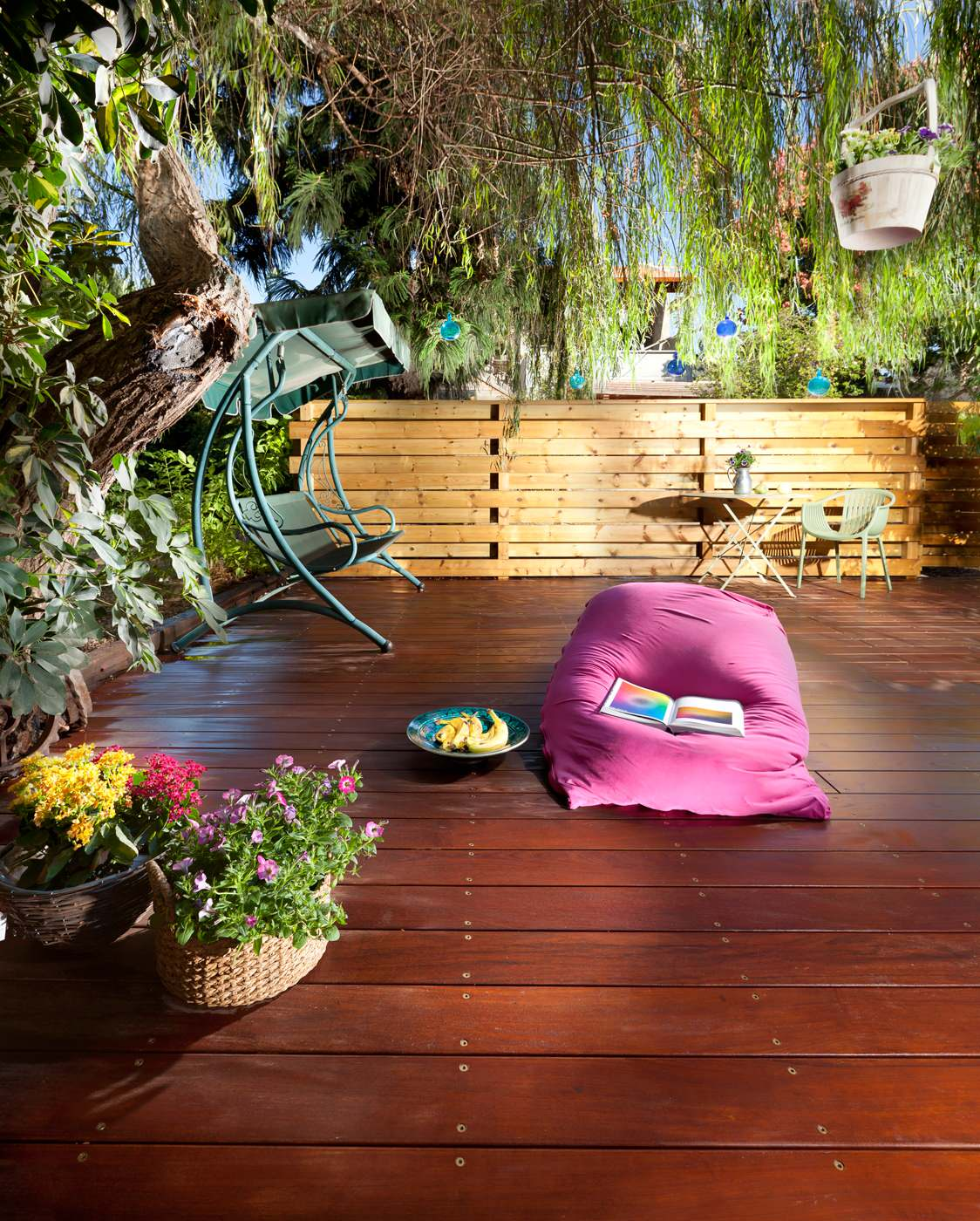 Eclectic Outdoor Furniture With Fuchia Bean Bag