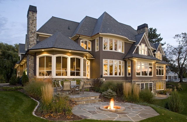Firepit-traditional-exterior-wall-lights