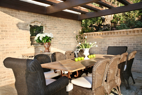 Great-Black-Paint-Color-Ideas-for-Traditional-Rattan-Outdoor-Dining-Chairs