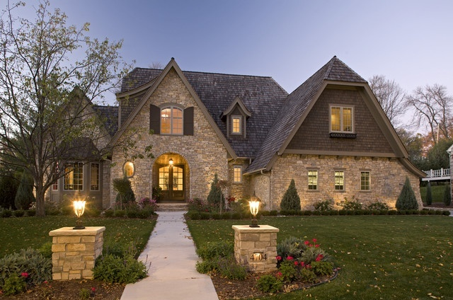 Minneapolis-traditional-exterior-lighting