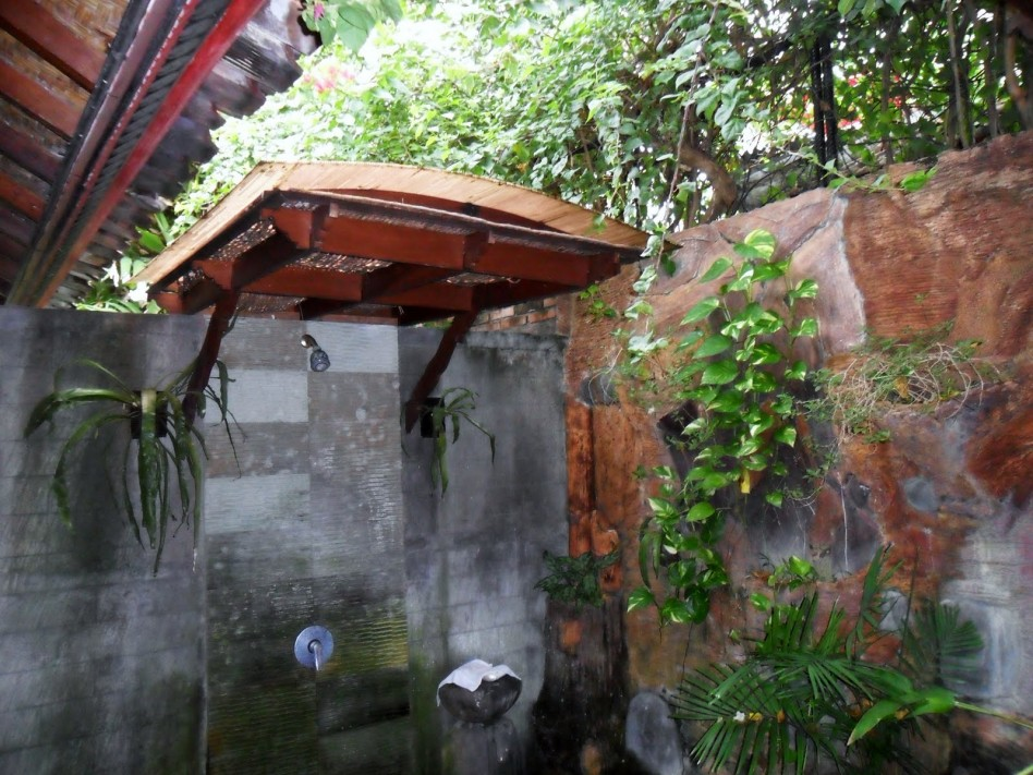 Modern Outdoor Bathroom Design