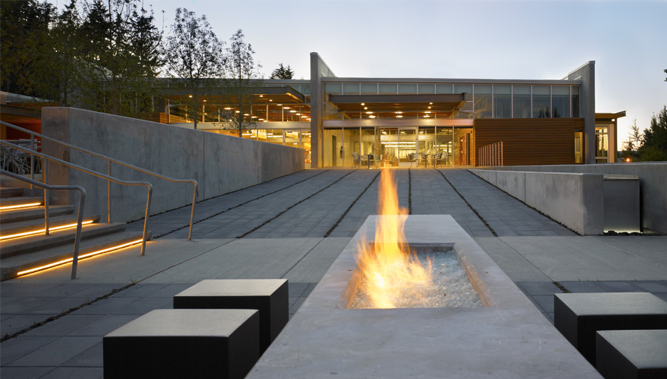 Modern-Outdoor-Fireplace-Designs-And-Pictures-Listed-In-Modern-Outdoor-Fireplaces