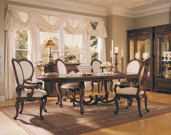 Traditional Small Dining Room Design