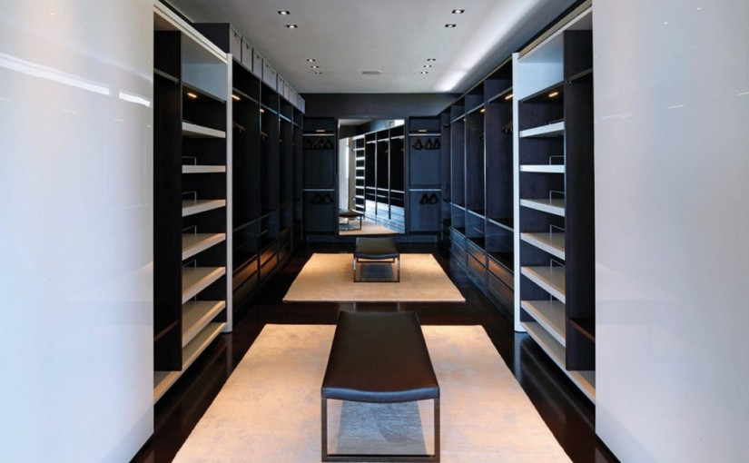 Walk-in-closet-design-with-wardrobe-storage-and-clothes-storage-also-brown-modern-leather-bench-and-large-mirror-panels-1024×682