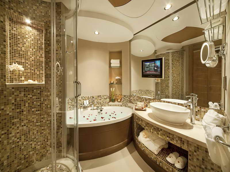 30 best bathroom designs of 2015 for Bathroom designs 2015