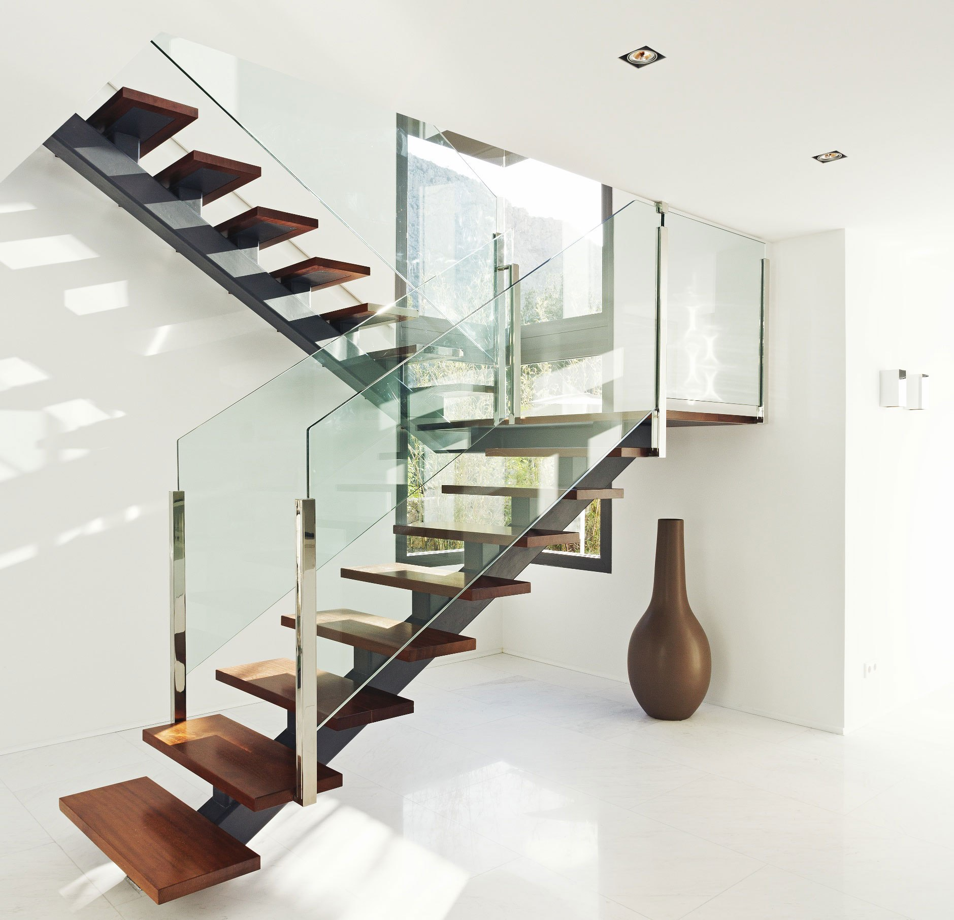 21 beautiful modern glass staircase design. Black Bedroom Furniture Sets. Home Design Ideas