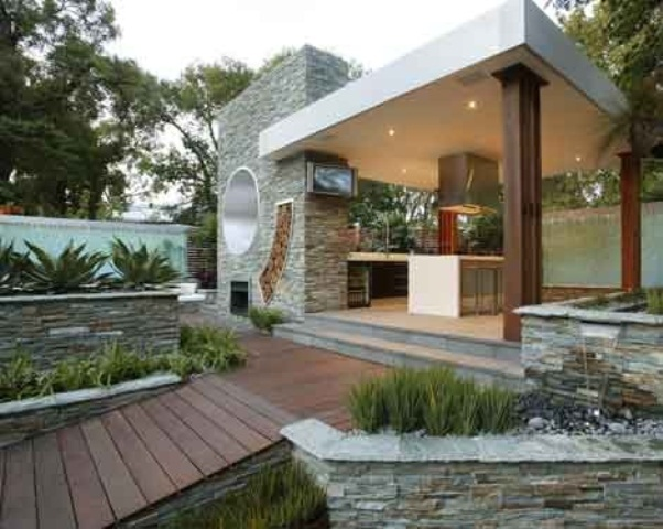 contemporary-outdoor-stylish-and-inviting-kitchen-designs-ideas-withnice-pergola-for-barbequeing-with-stone-wall-decoration-with-beautiful-garden
