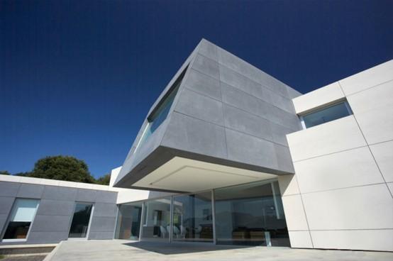 contempory-style-concrete-house
