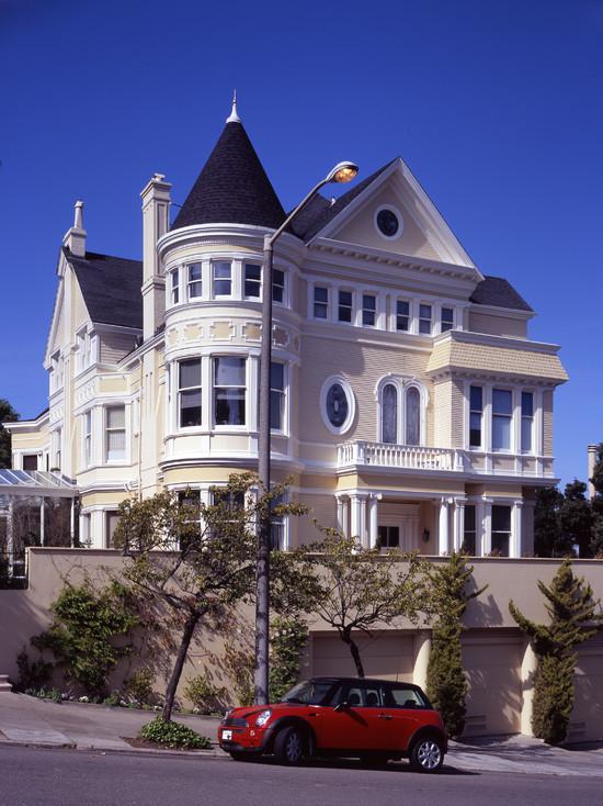 elegant-traditional-exterior-of-Hacienda-style-home-plans