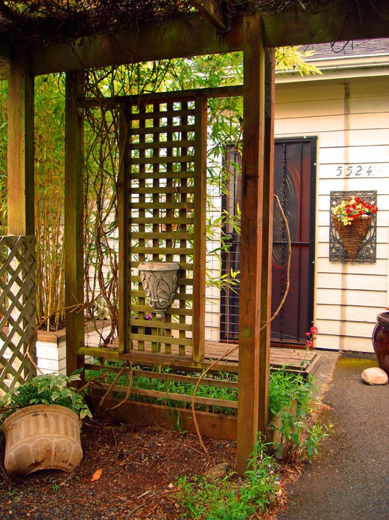 fascinating-lattice-screen-design-for-the-exotic-asian-entry-home-design