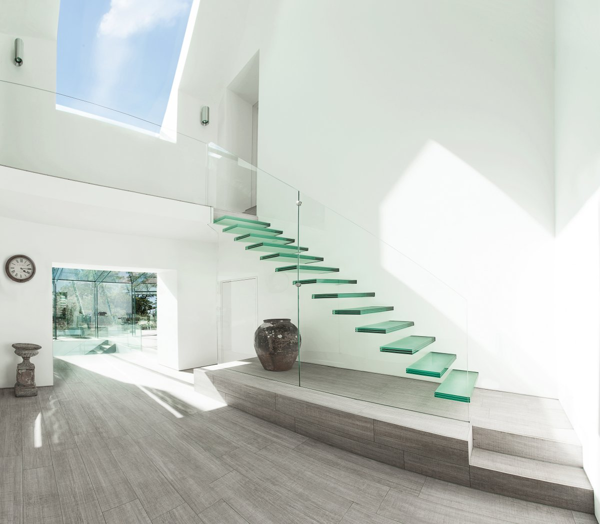minimalist-glass-staircase-design