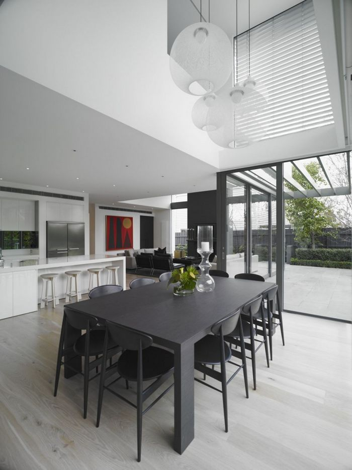 modern-dining-room-decor-ideas-with-nice-chandeliers