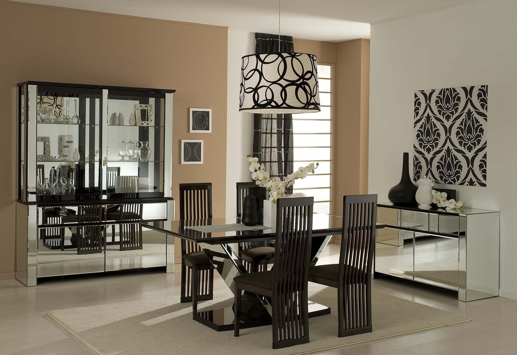 Nice Modern Dining Room Design With Glass Table