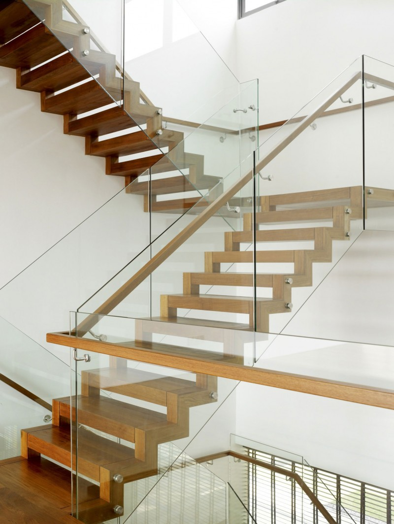 21 beautiful modern glass staircase design for Modern glass designs