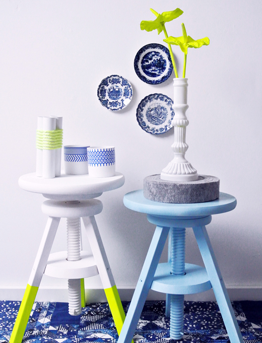 neon-trend-home-decor-ideas-sidetable-bar-stool-blue-green-yellow-cheerful-color-scheme-spring-summer-spray-paint-living-room