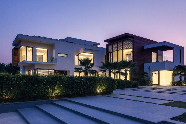 25 Amazing Modern glass house design on Modern Glass House Designs  id=13910