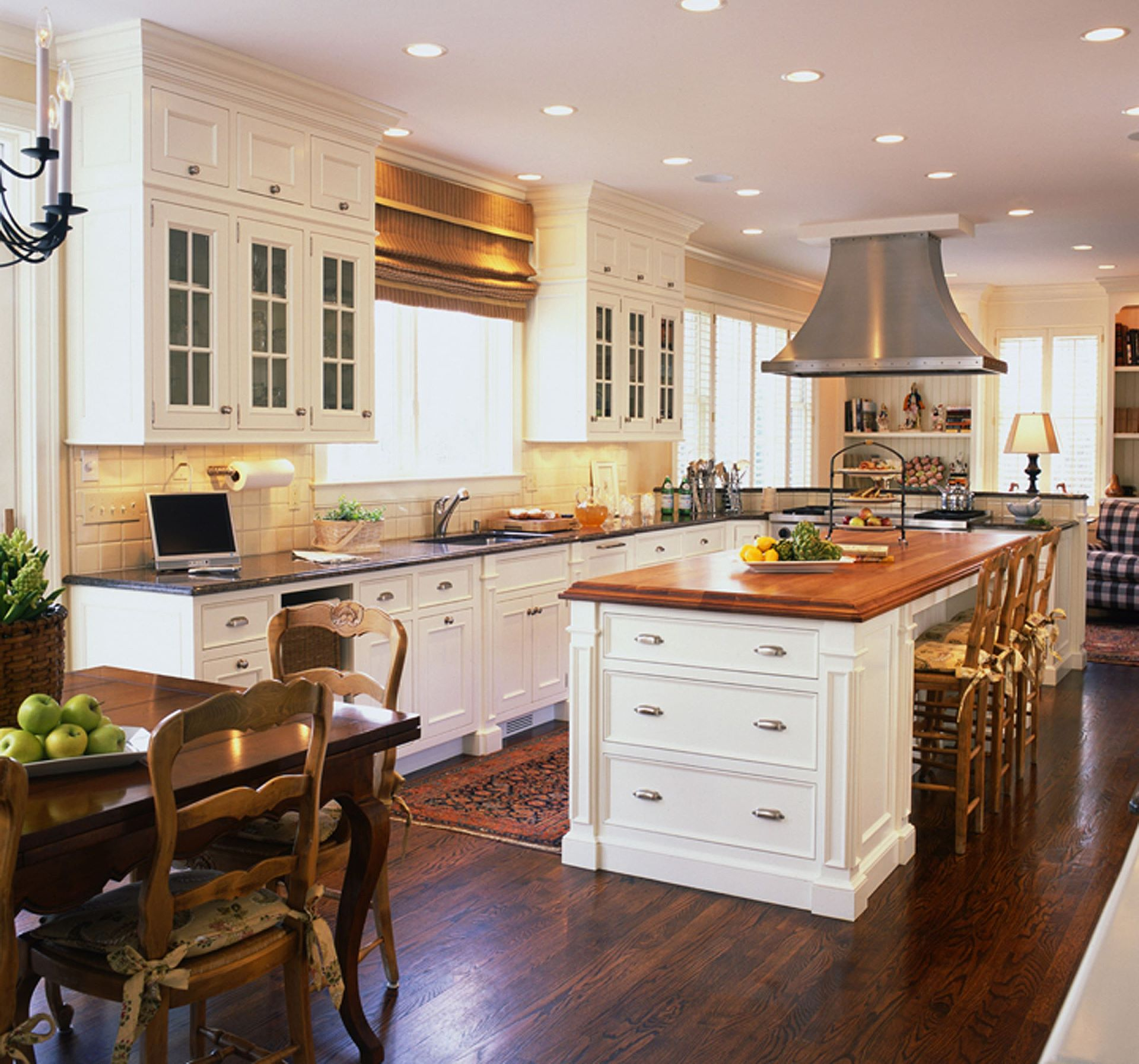 25 awesome traditional kitchen design for Popular kitchen designs