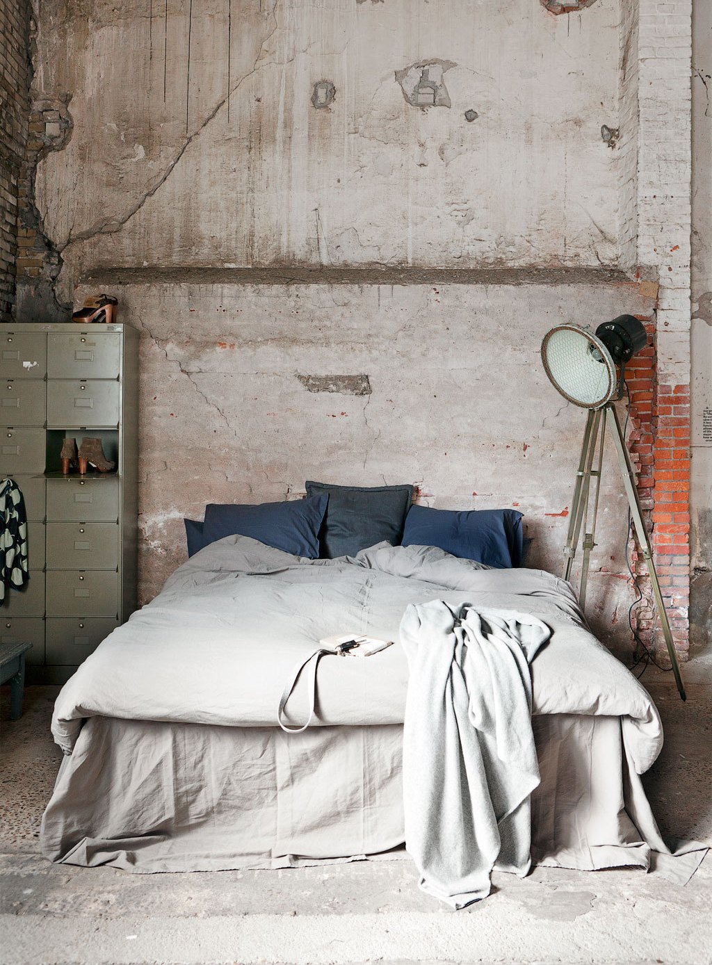 Bold-Indsutrial-Chic-Bedroom