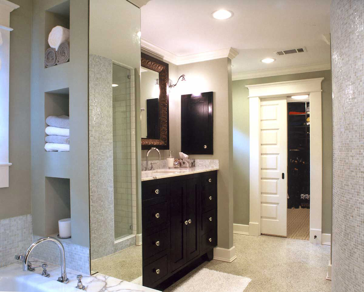 Corking-transitional-bathroom-ideas-with-simple-design