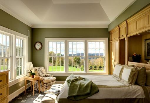 Dark-Green-and-White-Farmhouse-Bedroom-Scheme