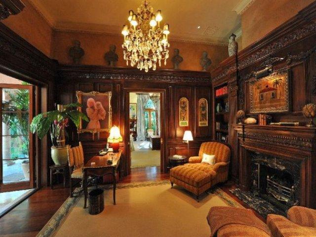 Mediterranean-Living-Room-Interior-Design