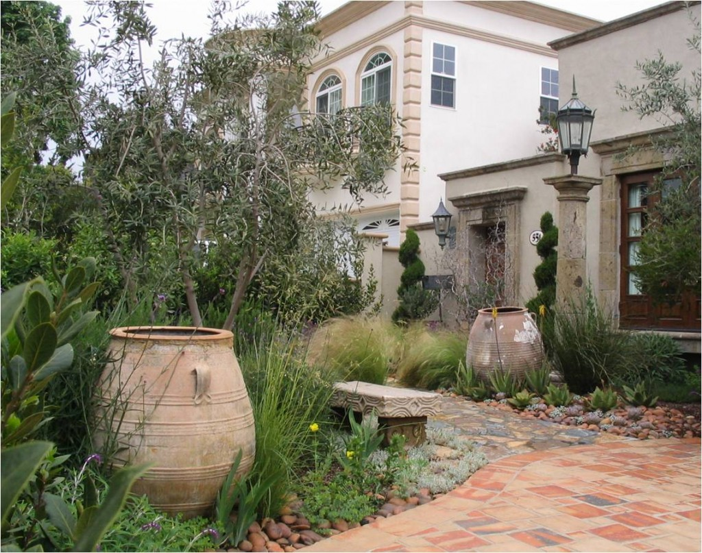 21 amazing mediterranean outdoor design for Exterior garden designs