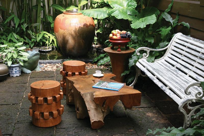 Rustic-Contemporary-Wooden-Stools-Design