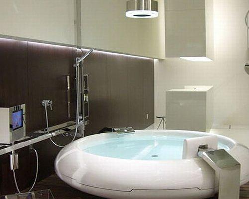 Unique-Bathroom-Trends-Design