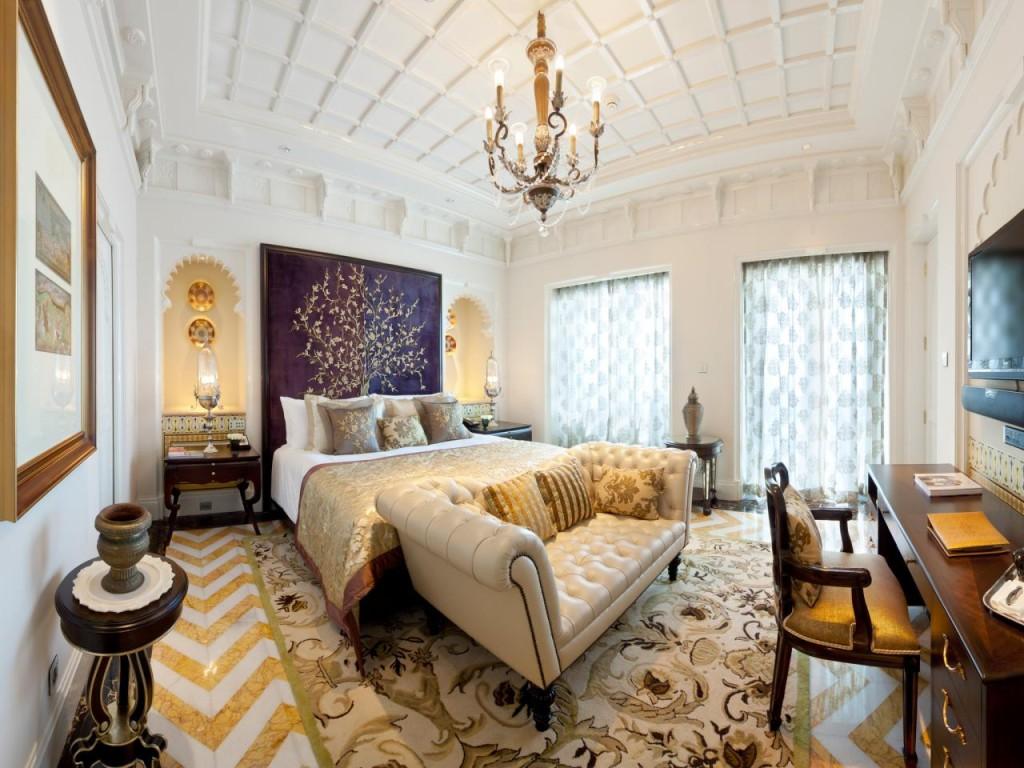 bedroom-chandelier-pattern-white