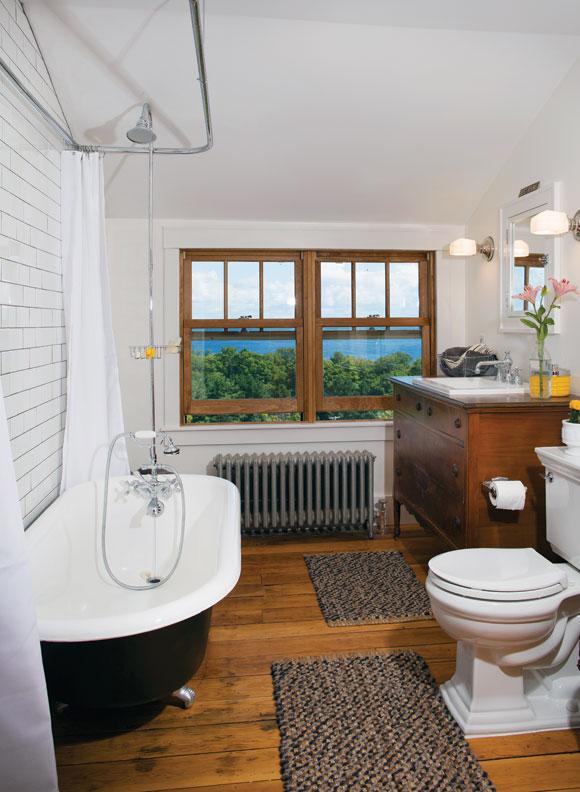 craftsman-farmhouse-bathroom