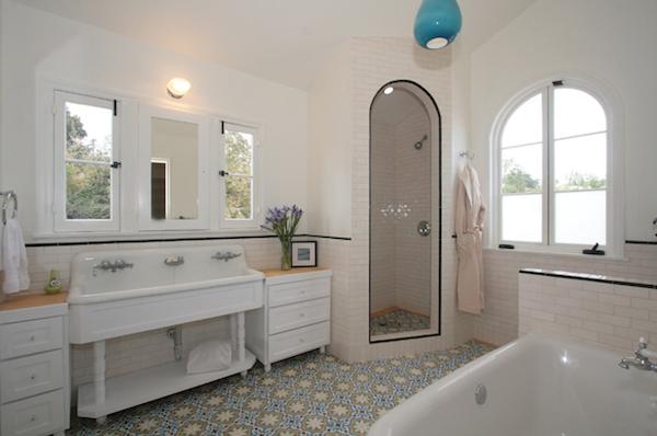 farmhouse-sinks-used-bathroom