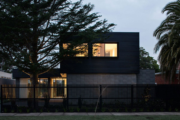 georgian-terrace-atlanta-ga-exterior-design-and-orange-light-as-green-situation-as-green-street-block-house