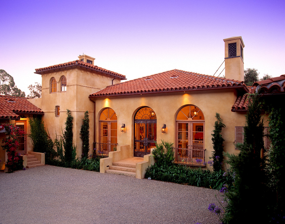 25 stunning mediterranean exterior design for Mediterranean style home exteriors