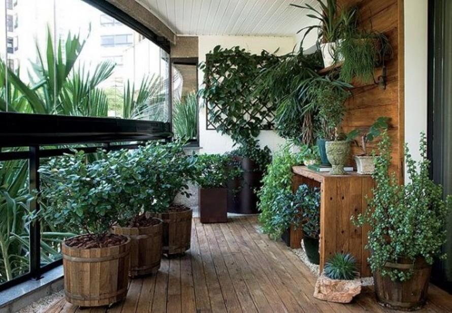 outdoor-house-glass-panel-balcony-design-with-asian-garden-decor