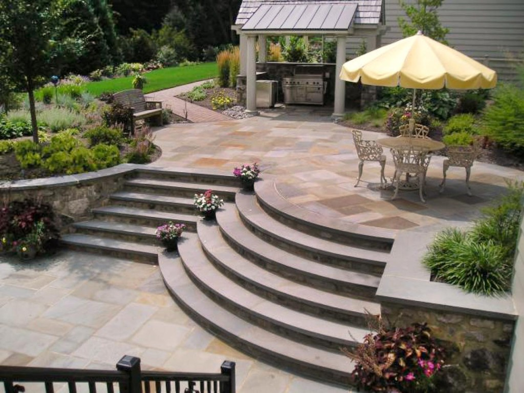 _patio-curved-stairs_