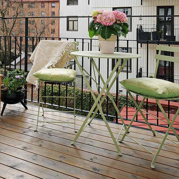 small-balcony-deck-