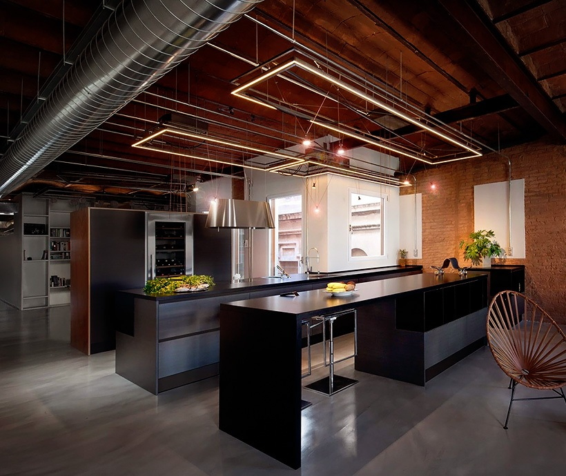 stylish-dark-kitchen-design-with-industrial-touches