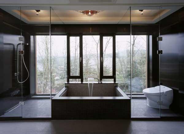 sxey oprn baathroom