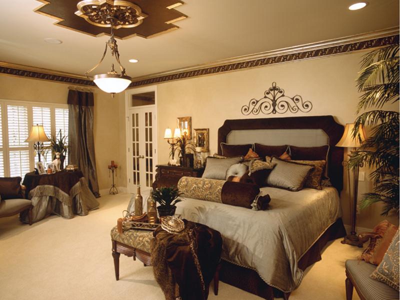 traditional-master-bedroom-design-