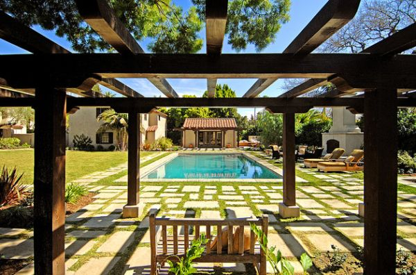 Classy-Mediterranean-estate-witha-beautiful-pergola